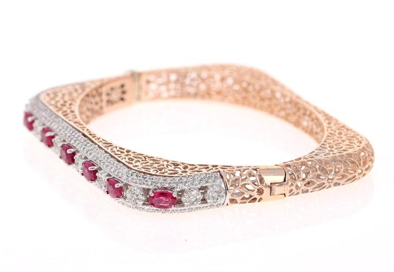 Modern 5.79 Carat Natural Ruby Diamond 14 Karat Rose Gold Bangle For Sale