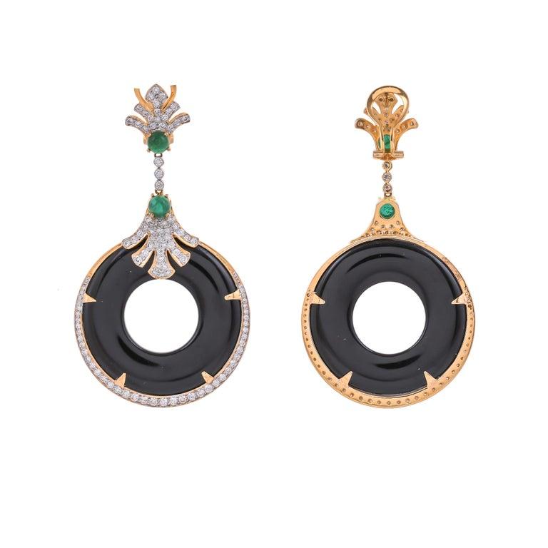 Modern 58.20 Carat Black Onyx Emerald Diamond 18 Karat Yellow Gold Earring For Sale