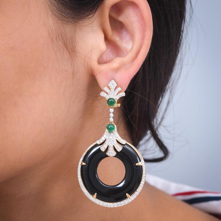 Round Cut 58.20 Carat Black Onyx Emerald Diamond 18 Karat Yellow Gold Earring For Sale