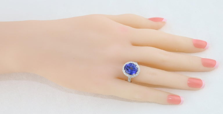5.83 Carat Oval Tanzanite Diamond Gold Ring In New Condition For Sale In New York, NY