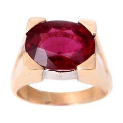 6 Carat Oval Rubelite 18 Karat Yellow Gold Ring
