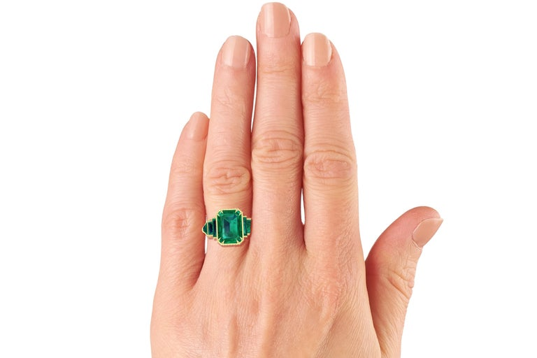 6 Carat GIA Certified Emerald and Yellow Diamond Ring In Excellent Condition For Sale In Aliso Viejo, CA