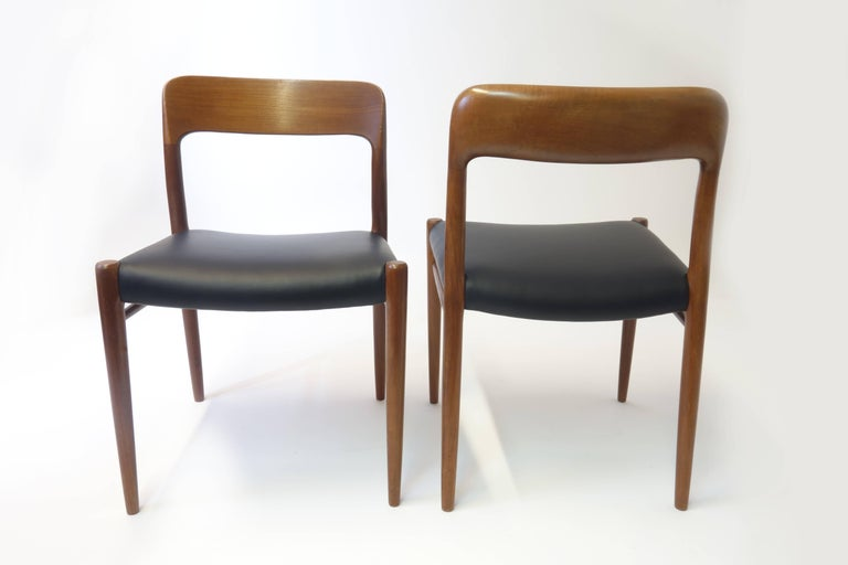 6 exquisite original dining chairs, model number 75 by J. L. Moeller, Denmark, elegantly rounded teakwood frame with organically flowing appearance and marvelous fitting quality. These chairs have been refurbished skilfully and with extreme care.