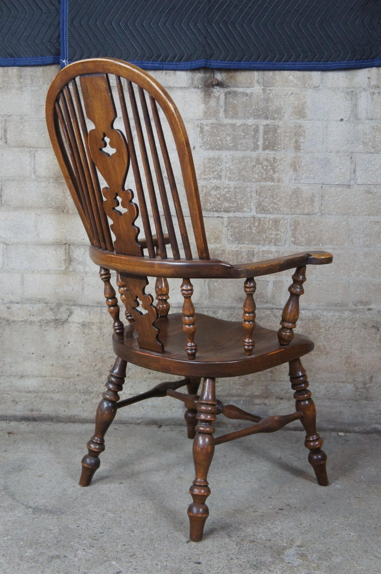 6 English Windsor Oak Dining Armchairs Vintage Country Farmhouse In Good Condition For Sale In Dayton, OH