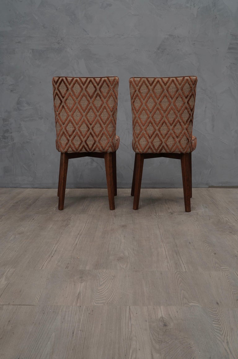 Very elegant for the precious fabric with which they have been coated. Perfect marriage between two Classic upholstery fabrics.  All covered in double combined fabric. Seat upholstered in fabric with geometric brown velvet, matching with a brown