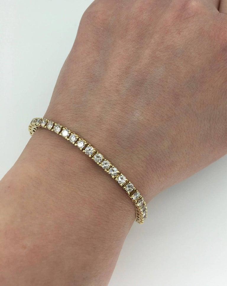 Round Cut 6.00 Carat Diamond Tennis Bracelet For Sale