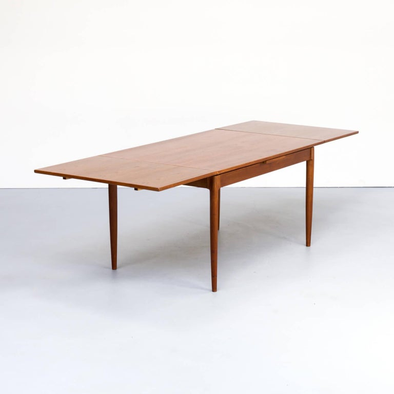1960s Niels Otto Møller extendable dining table 'model no 12' for J.L. Møllers, beautiful detailed. Good condition consistent with age and use.