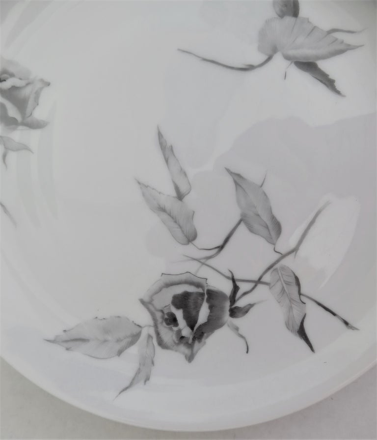"""60s Raymond Loewy Jet Rose """"2000"""" Form for Rosenthal 12 Dessert / Salad Plates In Excellent Condition For Sale In Miami, FL"""