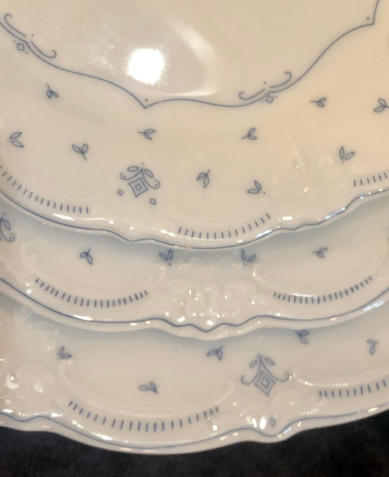 61 Pieces Hutschenreuther Porcelain Dinner Set, Fleur De Lis Blue Pattern In Good Condition For Sale In Stamford, CT