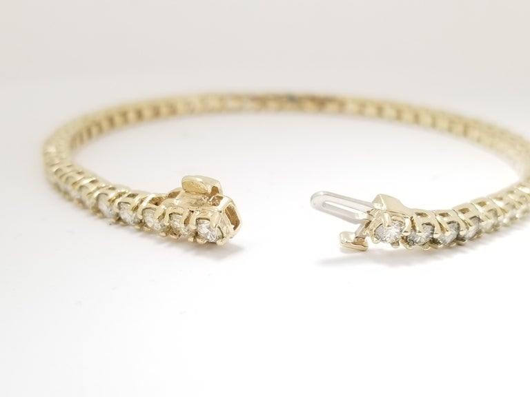 Round Cut 6.14 Carat Round Brilliant Natural Diamond Tennis Bracelet 14 Karat Yellow Gold For Sale