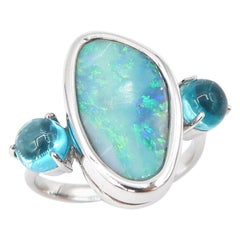 6.15 Carat Opal 18 Karat Gold Ring flanked with Oval Cabochon Apatite