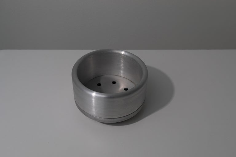American 618 Planter in CNC Milled, Spun and Anodized Aluminum For Sale