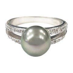 6.20 Carat Tahitian Pearl, White Diamond and Gold Ring