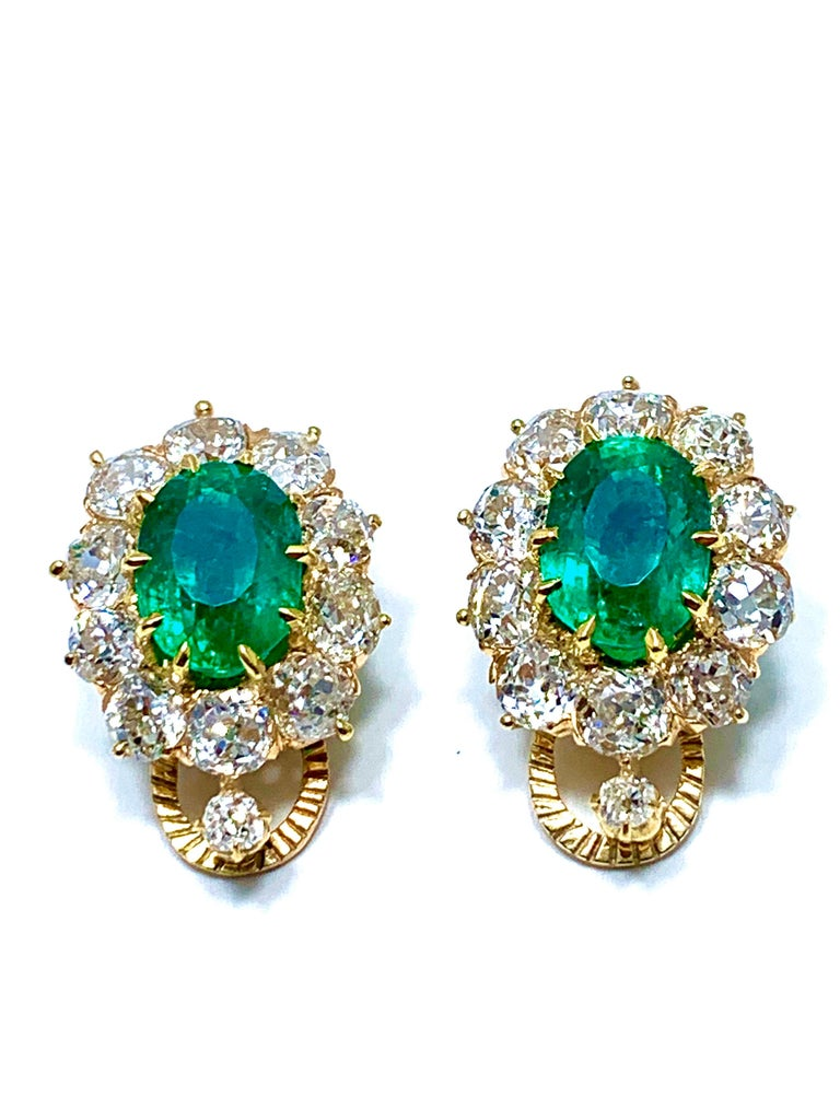 6.25 Carat Natural Colombian Oval Emerald and Old European Cut Diamonds Earrings For Sale 1
