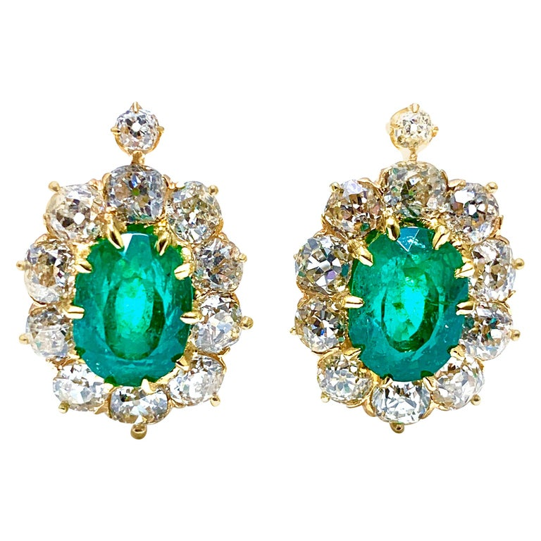 6.25 Carat Natural Colombian Oval Emerald and Old European Cut Diamonds Earrings For Sale