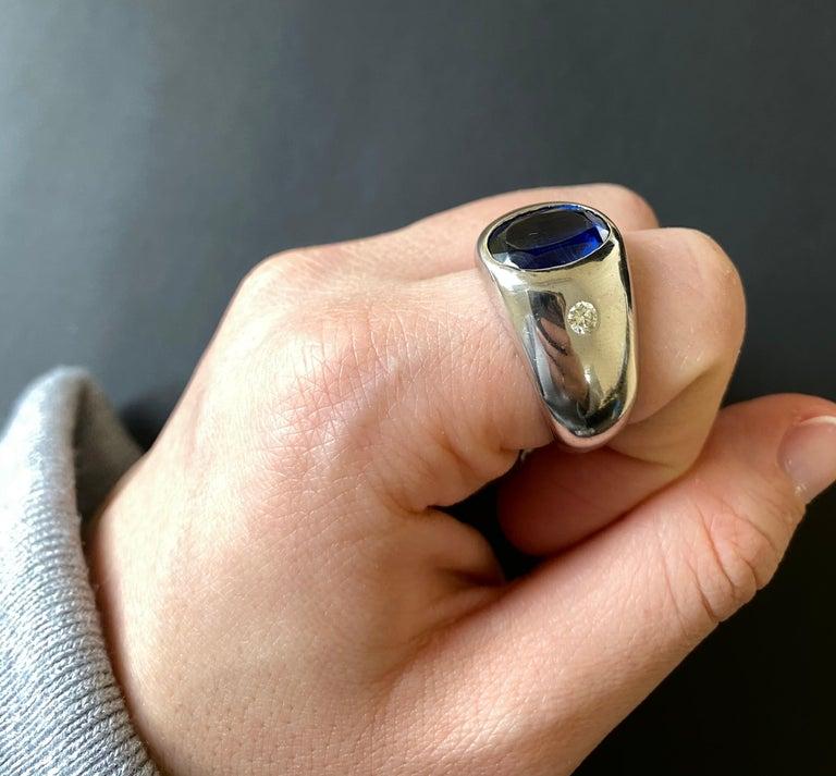 Contemporary 6.31 Carat Oval Kyanite and White Diamond Bezel Set Men Ring Band 14K White Gold For Sale