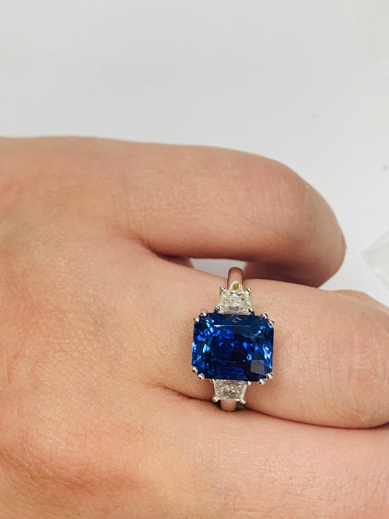 Women's or Men's 6.36 Carat Royal Blue Sapphire For Sale