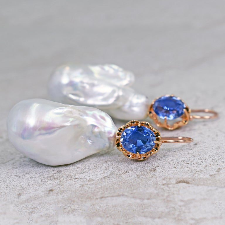 Contemporary 6.40 Carat Lab Sapphire and Baroque Pearl 14 Karat Rose Gold Dangle Earrings For Sale