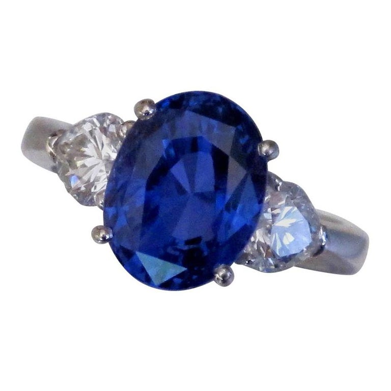 6.42 Carat Blue Sapphire and Diamond Gold Trinity Ring In Excellent Condition In Montreal, QC