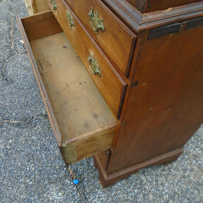 6.5 Late 19th Century English George III Graduated Chest of Drawers In Good Condition For Sale In Pasadena, TX