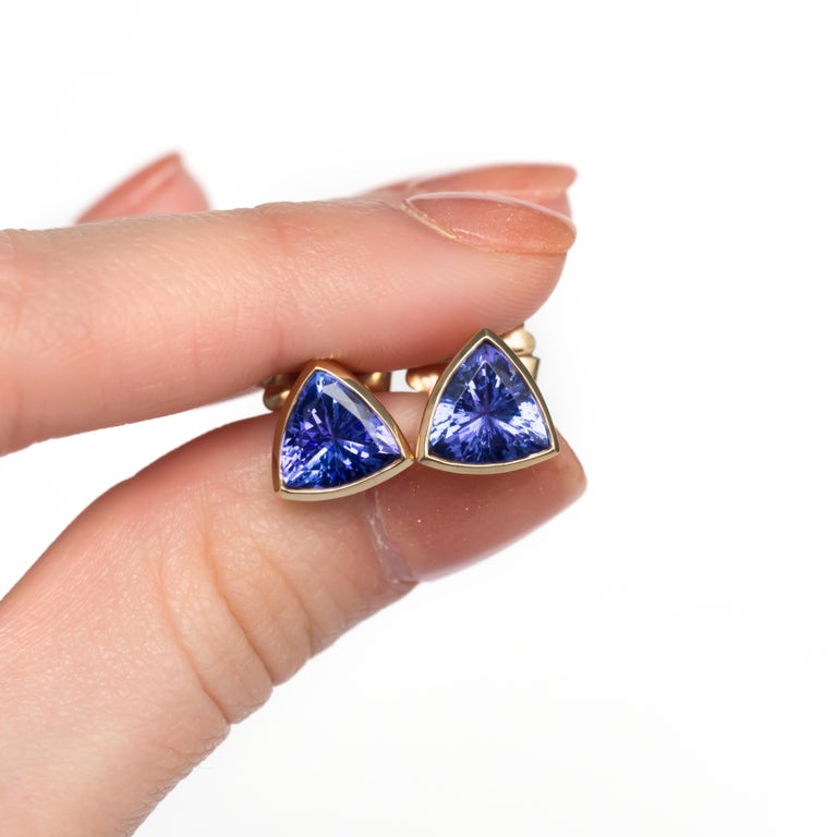 6.50 Carat Total Weight Tanzanite Yellow Gold Earrings In Good Condition For Sale In New York, NY