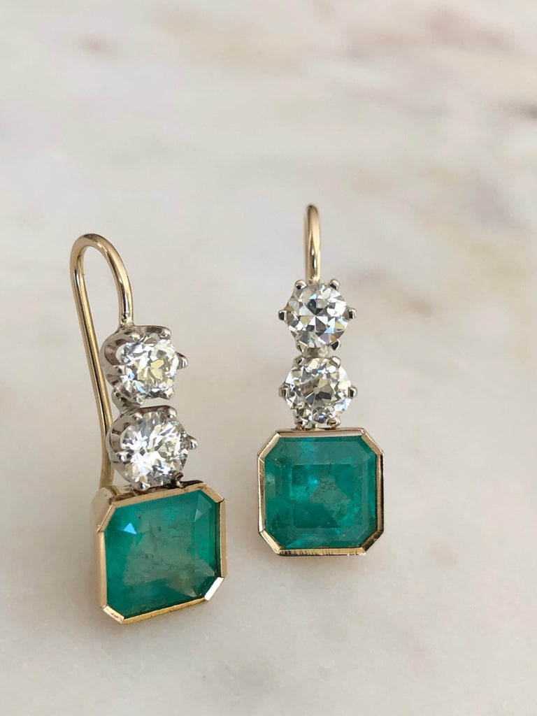 6.60 Carat Colombian Emerald and Old European Diamond Dangle Earrings For Sale 1