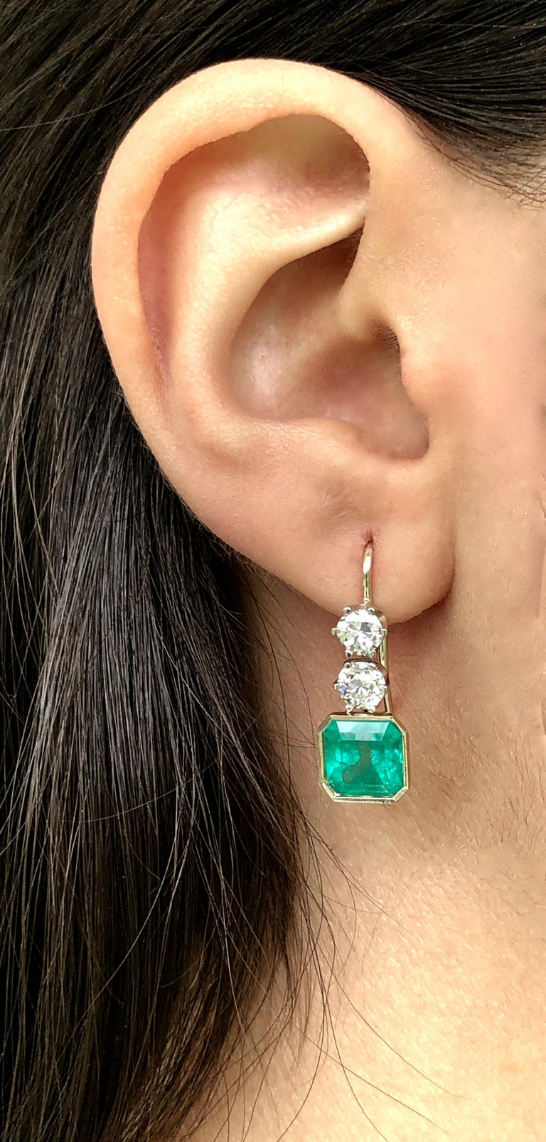 Art Deco 6.60 Carat Colombian Emerald and Old European Diamond Dangle Earrings For Sale