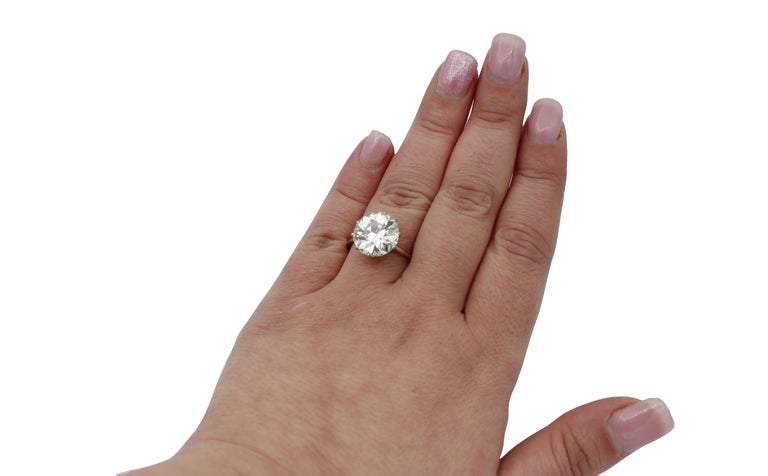 Women's 6.60 Ct Diamond, 18kt White Gold Solitaire/Engagement Ring For Sale