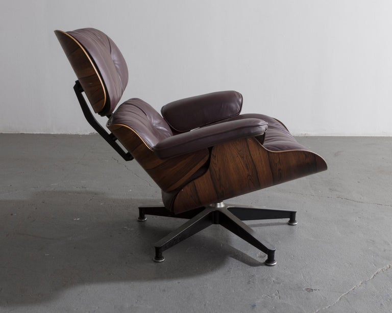Modern 670 Lounge Chair & Ottoman in Rosewood & Leather by Charles and Ray Eames, 1958 For Sale