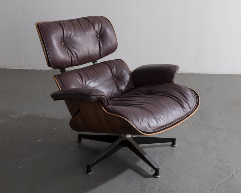 670 Lounge Chair & Ottoman in Rosewood & Leather by Charles and Ray Eames, 1958 In Fair Condition For Sale In New York, NY