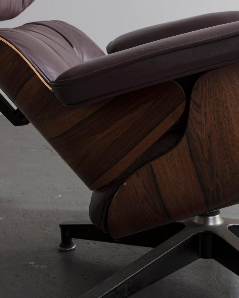 670 Lounge Chair & Ottoman in Rosewood & Leather by Charles and Ray Eames, 1958 For Sale 1