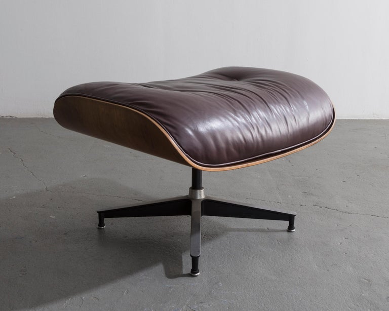 670 Lounge Chair & Ottoman in Rosewood & Leather by Charles and Ray Eames, 1958 For Sale 2