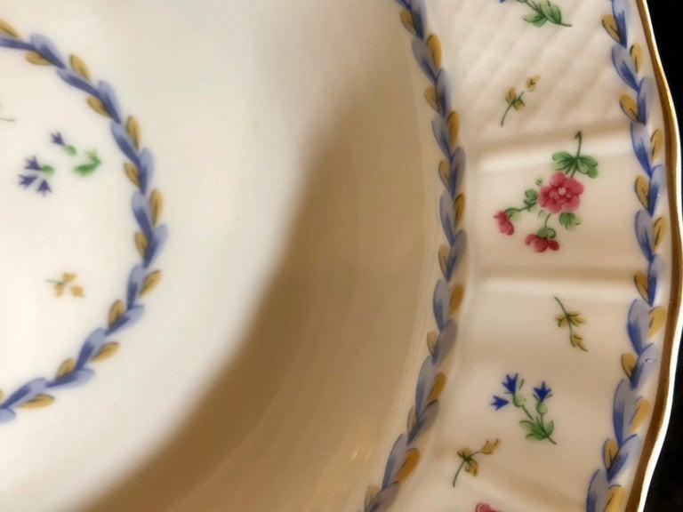 69-Piece Bernardaud Limoge Artois Bleu Dinnerware For Sale 4