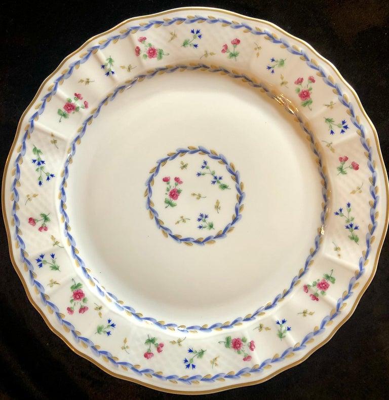 69-Piece Bernardaud Limoge Artois Bleu Dinnerware For Sale 5