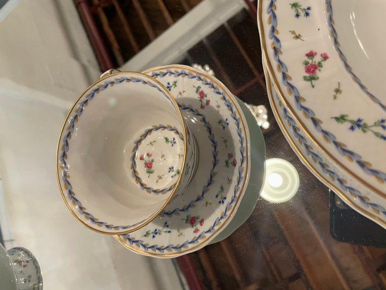 69-Piece Bernardaud Limoge Artois Bleu Dinnerware For Sale 12