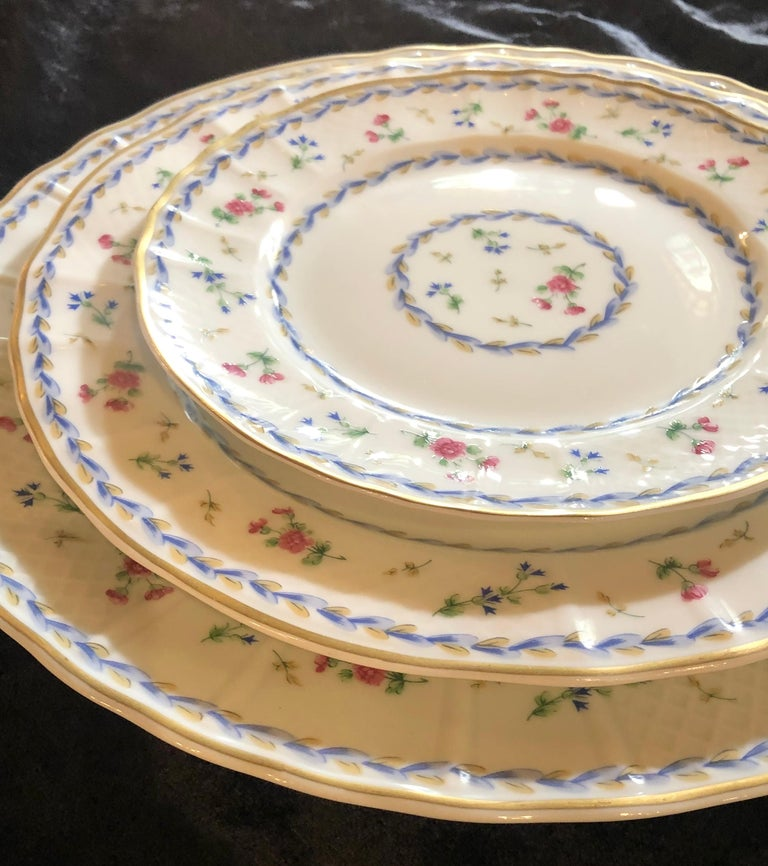 69-Piece Bernardaud Limoge Artois Bleu Dinnerware In Good Condition For Sale In Stamford, CT