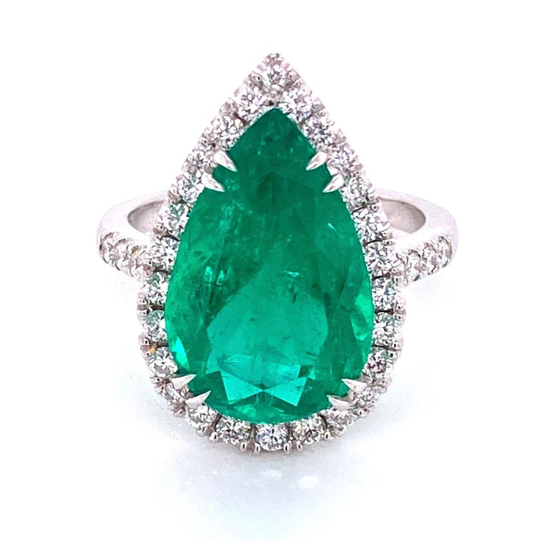 Contemporary 6.96 Carat Emerald and Diamond Gold Cocktail Ring Fine Estate Jewelry For Sale