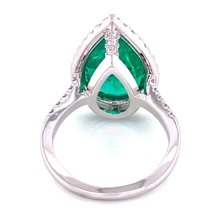 Women's 6.96 Carat Emerald and Diamond Gold Cocktail Ring Fine Estate Jewelry For Sale