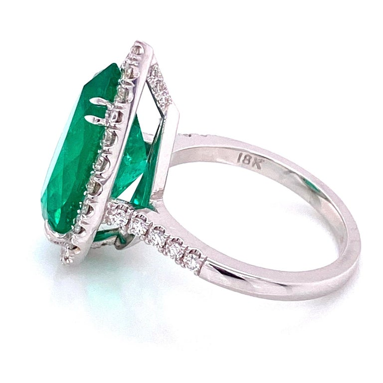 6.96 Carat Emerald and Diamond Gold Cocktail Ring Fine Estate Jewelry For Sale 1
