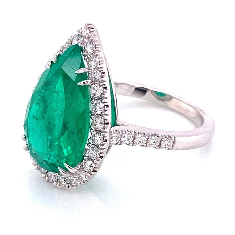 6.96 Carat Emerald and Diamond Gold Cocktail Ring Fine Estate Jewelry For Sale 2