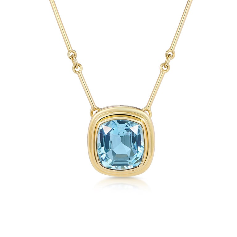 6.97 Carat Cushion Cut Aquamarine Necklace, 5 Band Gold Ring Suite In New Condition For Sale In London, GB