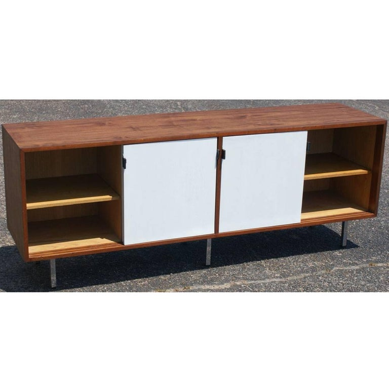 Vintage Midcentury Florence Knoll Credenza In Good Condition For Sale In Pasadena, TX