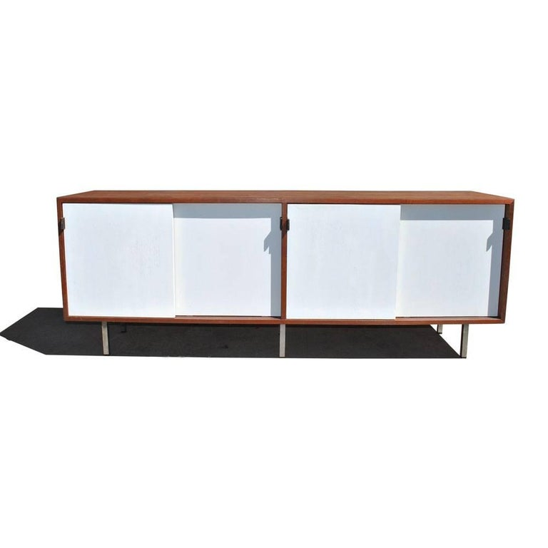 Vintage Midcentury Florence Knoll Credenza For Sale 1
