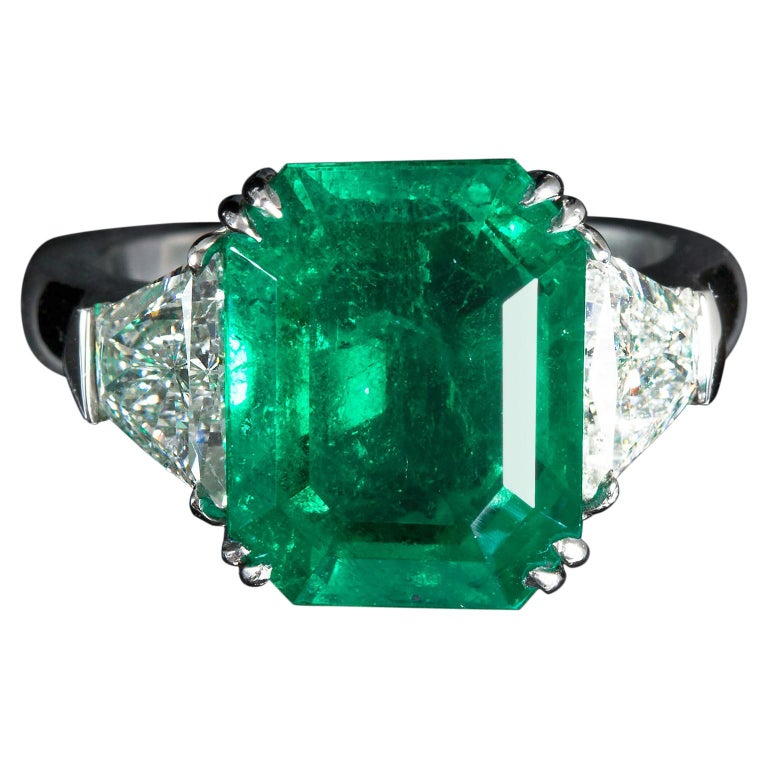 7 Carat Colombian Emerald Diamond Engagement Ring For Sale