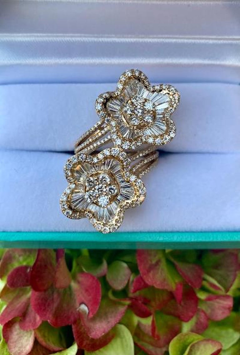 Dazzling and unique, very large and showy, custom 18 karat yellow gold modern version of a