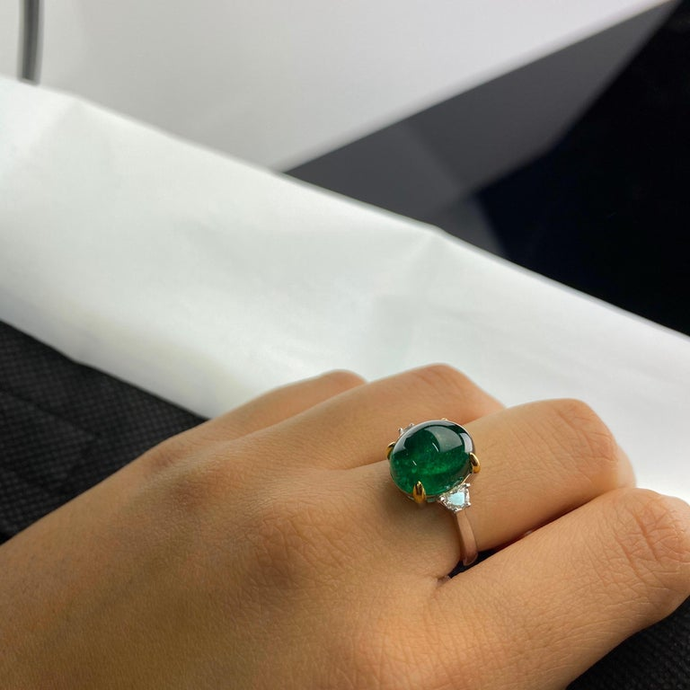 7 Carat Emerald Cabochon and Diamond Three-Stone Engagement Ring In New Condition For Sale In Bangkok, Thailand