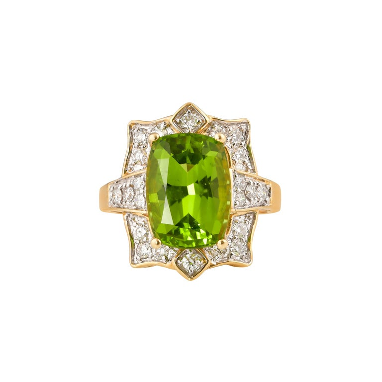 Contemporary 7 Carat Peridot and Diamond Ring in 18 Karat Yellow Gold For Sale