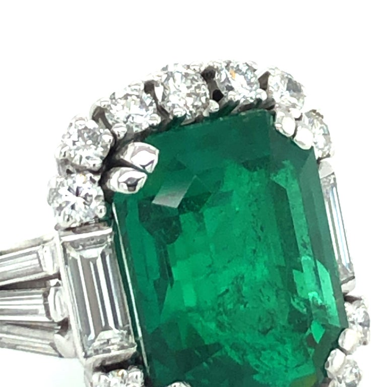 7.03 Carat Colombian Emerald and Diamond Ring in 18 Karat White Gold For Sale 4
