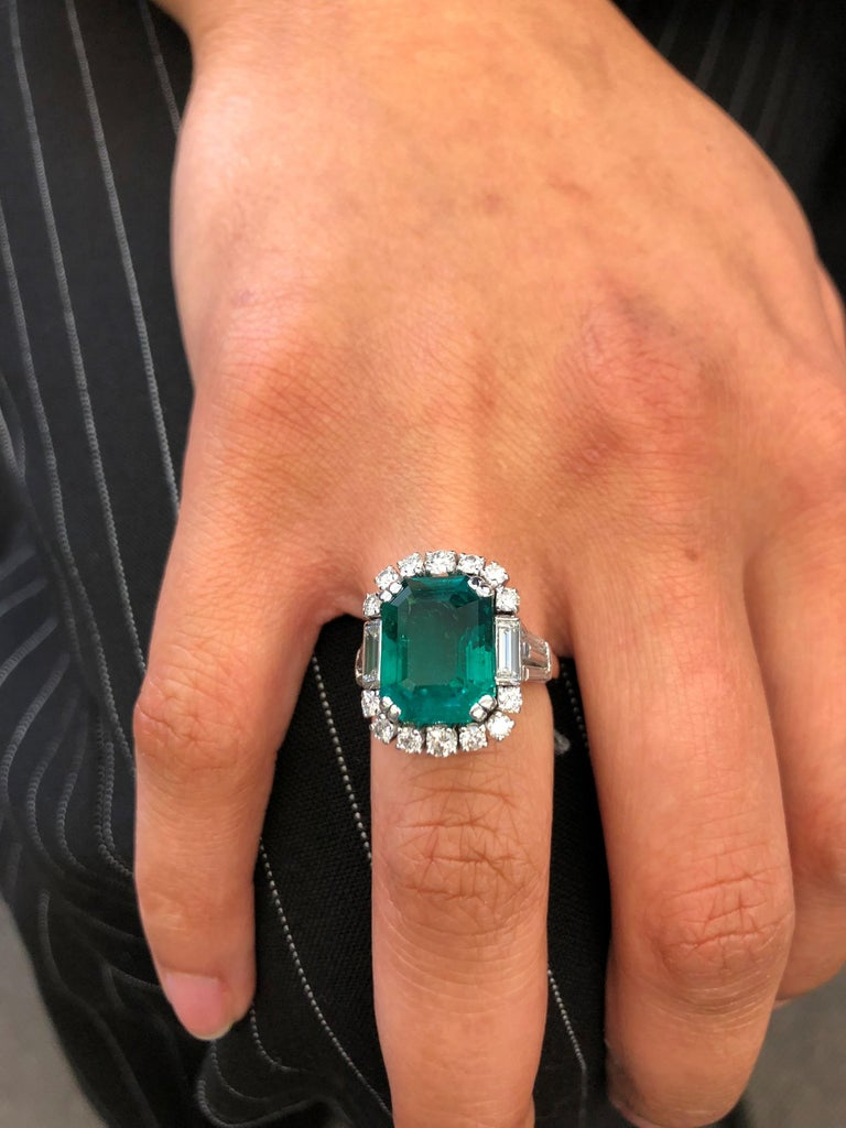 7.03 Carat Colombian Emerald and Diamond Ring in 18 Karat White Gold For Sale 5