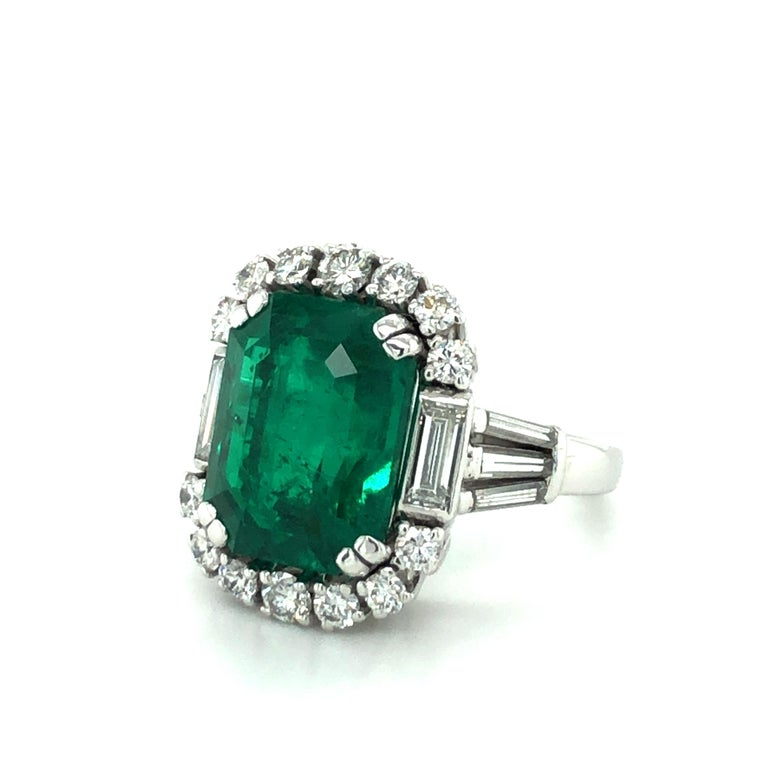 Contemporary 7.03 Carat Colombian Emerald and Diamond Ring in 18 Karat White Gold For Sale